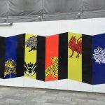 街角の「和の美」 コシノジュンコ氏デザインの仮囲いプリント